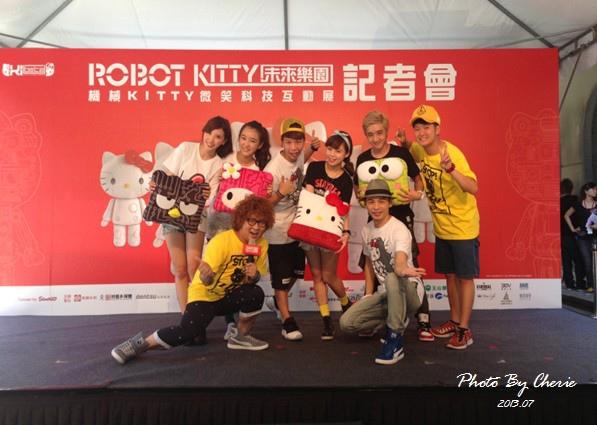 201307ROBOT KITTY互動展098.jpg