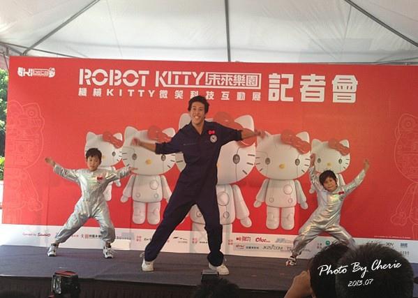 201307ROBOT KITTY互動展101.jpg