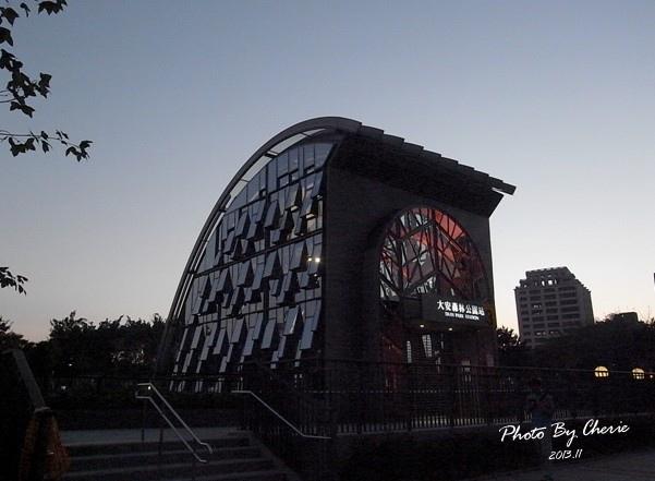 信義線大安森林公園站002.jpg