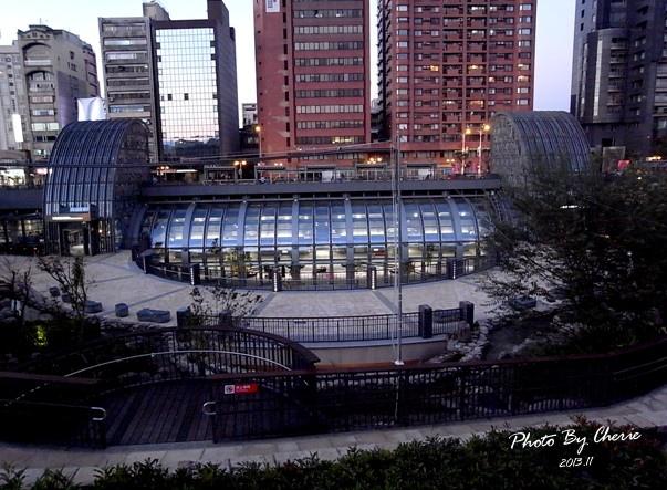 信義線大安森林公園站007.jpg