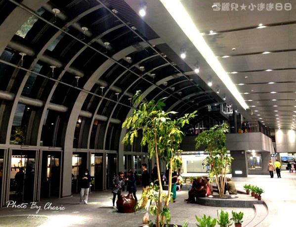 201311信義線大安森林公園站內011.jpg