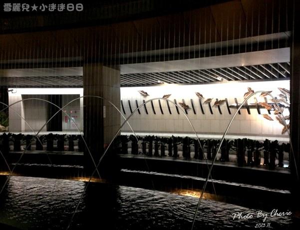 201311信義線大安森林公園站內021.jpg