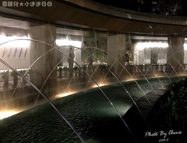 201311信義線大安森林公園站內022.jpg