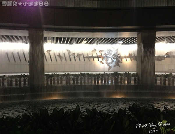 201311信義線大安森林公園站內023.jpg