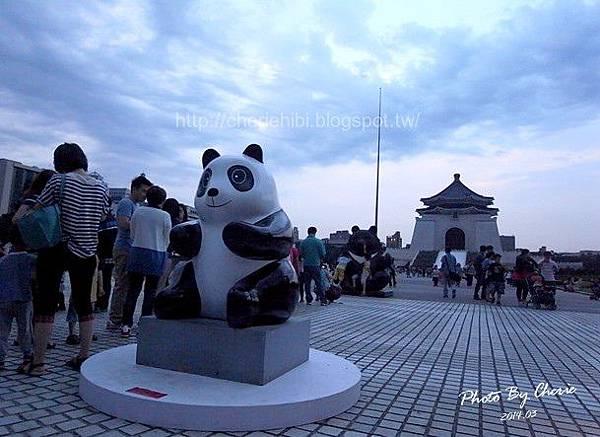 201403紙貓熊中正紀念堂002.jpg