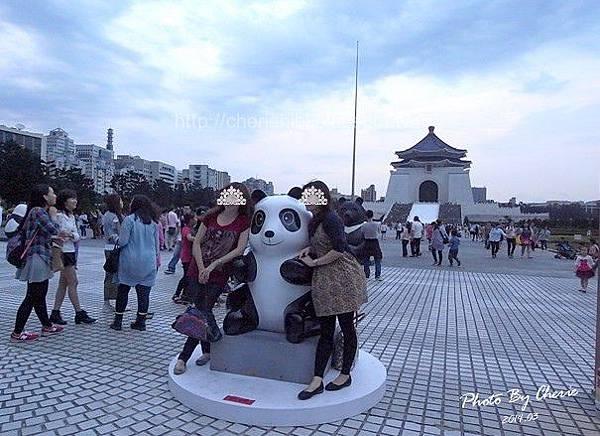 201403紙貓熊中正紀念堂003.jpg