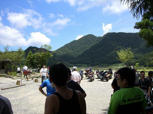 3.餐廳外的view..山很近很綠.天空很藍