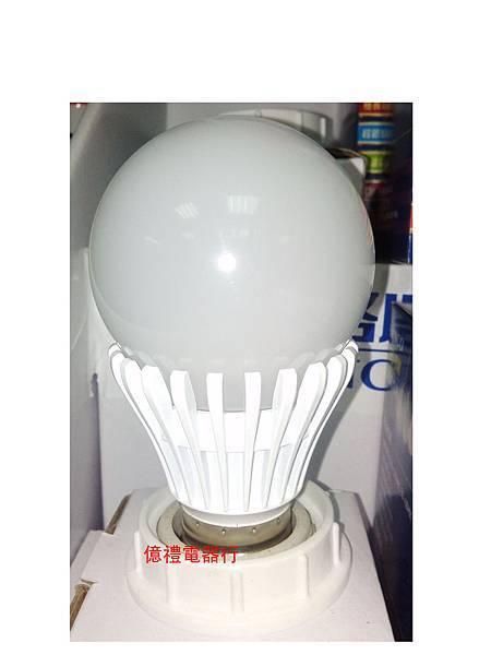 新格牌LED-8W燈泡01