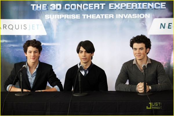 Jonas Brothers Surprise Nyack's Palisades Mall