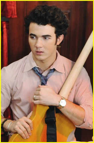 kevin-jonas-dips-dashes-05.jpg
