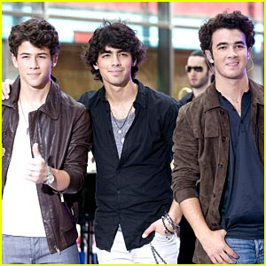 jonas-brothers-not-breaking-up.jpg