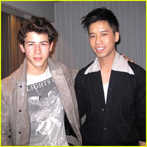 nick-jonas-joe-gift.jpg