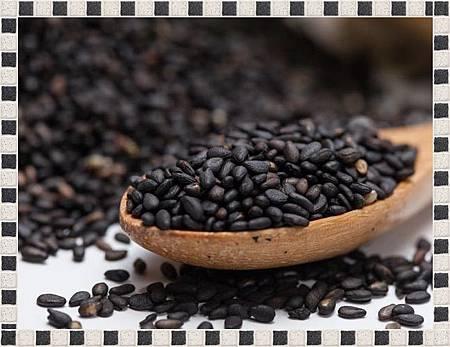 black-sesame-seeds_139090687570