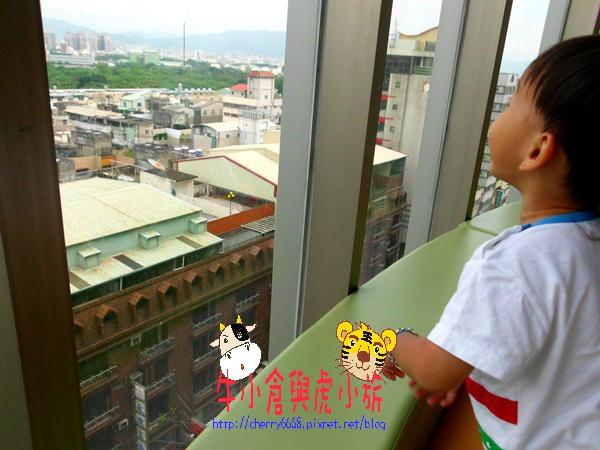 10.01新時代世紀廣場 (16).JPG