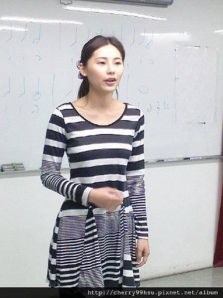 20110502 (1)課堂練習~真的很像柏芝耶!.JPG
