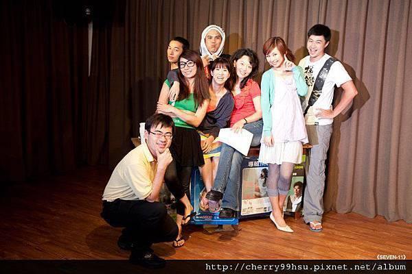 20110828SEVEN-11首演場劇照photos合照1.jpg