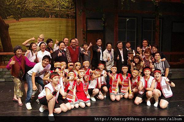 岡山演出場後與大人物的合照~終於從學長的像本中抓下來啦^^ (3).jpg