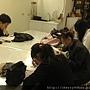 20120305 每一個學員都好認真地再看稿子喔~老師沒有讓你們背喔 (2)
