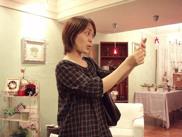 3.20100524劇本表演班一第4堂~女子公寓相親篇 靖娟表演情3.JPG