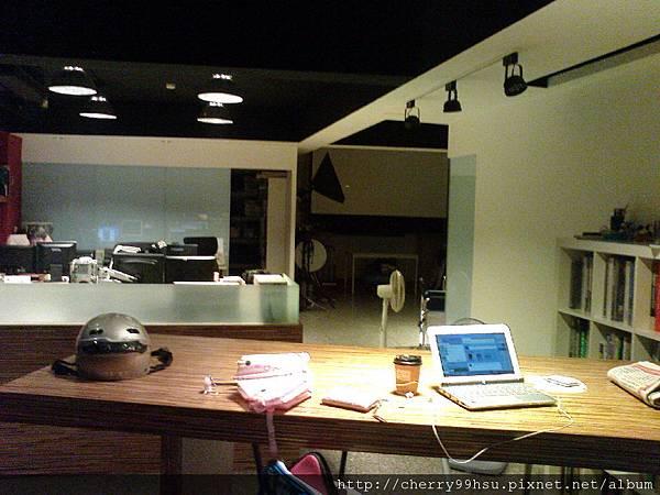 2011509行動表演教室 一對一表演課新移地點 土城區~洋軟堂設計公司~在小攝影棚上表演課喔 (2).JPG