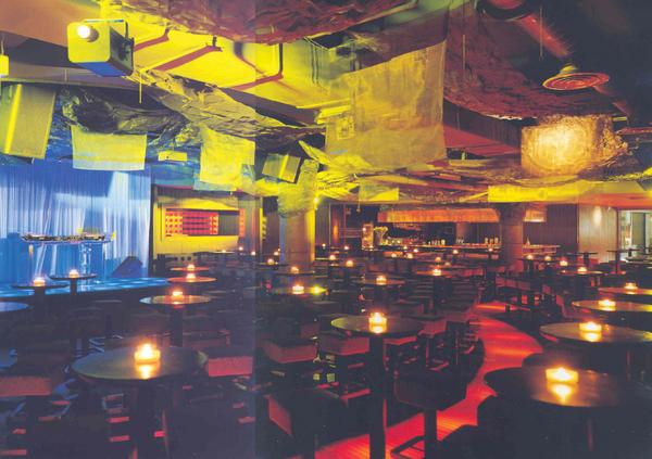 奇蹟酒吧~舞台背板...是這樣唄!