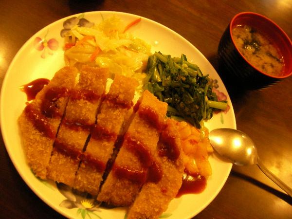 20100405行動之前的炸豬排飯~清明節南京東路上的餐館都不開!.JPG