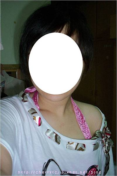 2011夏 kitty上衣-大大的領口.jpg