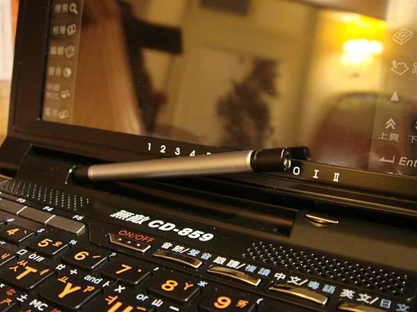 Besta CD-858Pro c.細節05-觸控筆彈開.JPG