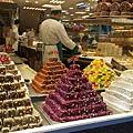 用晚餐的地方是伊斯坦堡熱鬧的街區,一間間土耳其軟糖Lokum專賣店好吸睛阿~