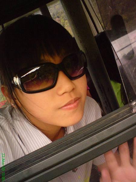 hand outside head inside cabel car.JPG