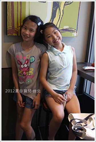 寶兒和妹子 (2).JPG