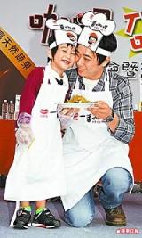 小彬彬昨跟兒子迷你彬出席咖哩活動.jpg