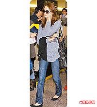 少女時代最受歡迎的潤娥,昨現身桃園機場。.jpg