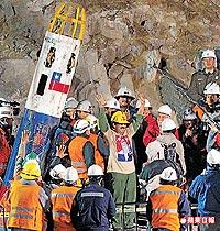 智利礦災第69天,受困礦工昨陸續獲救.jpg