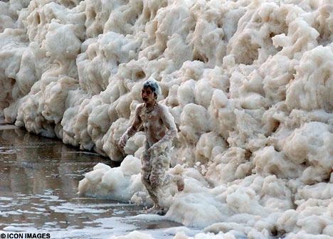 澳大利亞 泡沫波浪 - 澳大利亞海灘泡沫波浪奇觀1.jpg