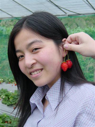 姿盈之草莓耳環.JPG