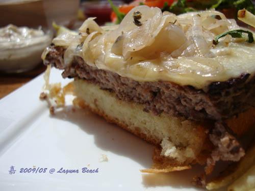 神戶牛肉漢堡橫切面