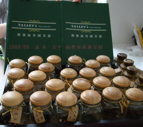 DSC03397-台中桃樂絲英國茶館menu及聞香罐.jpg