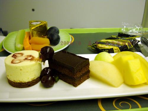 DSC03850-長榮商務艙-甜點和cheese.jpg