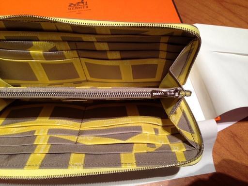 2013新色黃長夾內面
