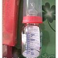 雜誌攤位送的小奶瓶