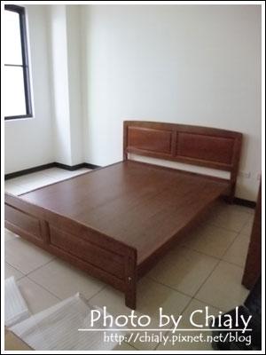 客房的床架