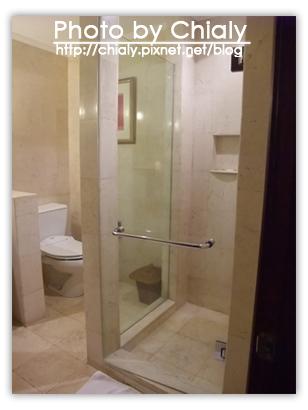 很大的浴室和廁所。
