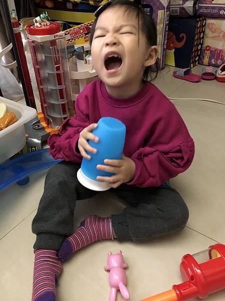 嬰孩的水杯進化史分享,同場加映:超好用的夾式兩用杯架大推薦!