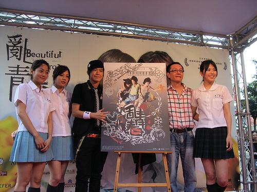 小步說:「青春就是要吻個夠!」【亂青春】 影迷歌迷搶購張芸京設計首張電影海報.jpg