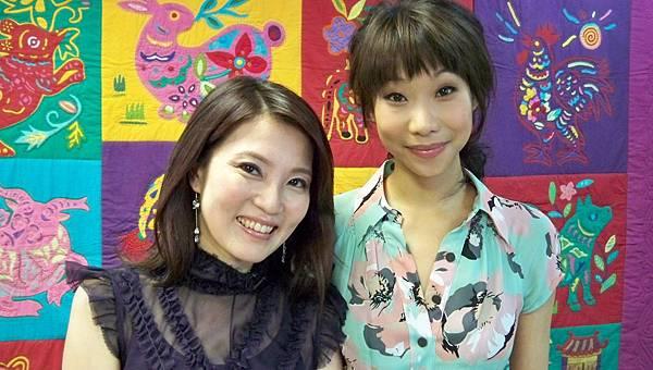 民視 我愛看電影主持人張瑞玲與胡婷婷