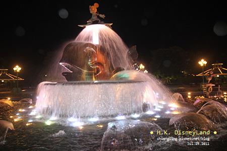 20110729_香港Disne_噴水池_204038_canon500D.jpg
