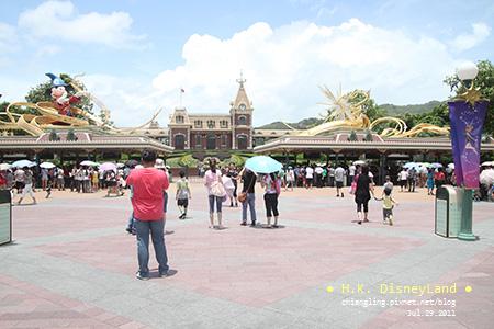 20110729_香港Disney_入口處的檢查_120335_canon500D.jpg