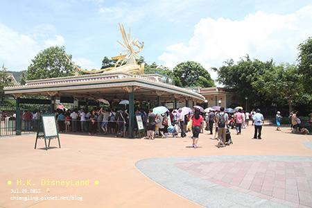 20110729_香港Disney_入口處的檢查_120423_canon500D.jpg