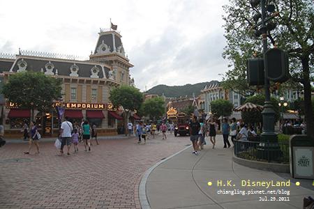 20110729_香港Disney_車站_183856_canon500D.jpg